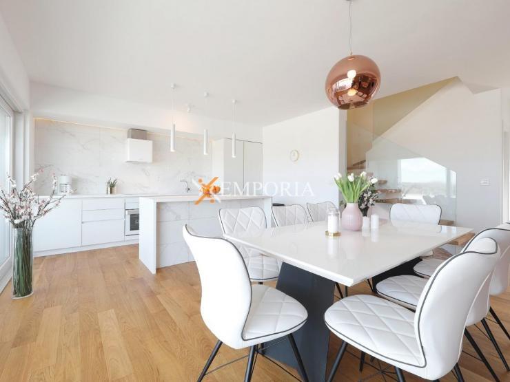House H321 – Nin, Zaton